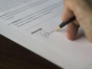 Umowa najmu okazjonalnego mieszkania wymaga jedynie zachowania formy pisemnej pod rygorem nieważności.