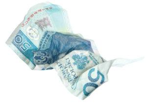 Właściciel mieszkania może, ale nie musi wypowiedzieć umowę najmu w przypadku niepełnej zapłaty czynszu.