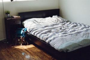 Podnajem mieszkania bez zgody właściciela może być powodem wypowiedzenia umowy najmu.