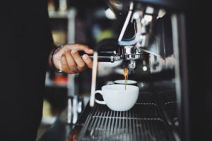 Nie każy powód umożliwia złożenie wypowiedzenia zawartej umowy najmu lokalu użytkowego przeznaczonego np. na kawiarnię.
