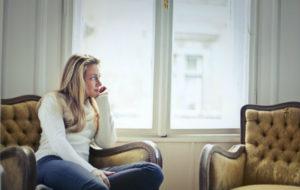 Zameldowanie najemcy w mieszkaniu nie daje najemcy żadnych dodatkowych uprawnień względem właściciela.