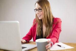 Zameldowanie się wymaga wypełnienia specjalnego formularza, który może być złozony np. przez internet.