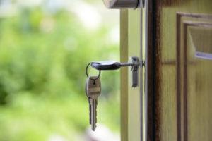 Właścicel mieszkania nie ma prawa do wymiany zamków w drzwiach w mieszkaniu, które wynajął.